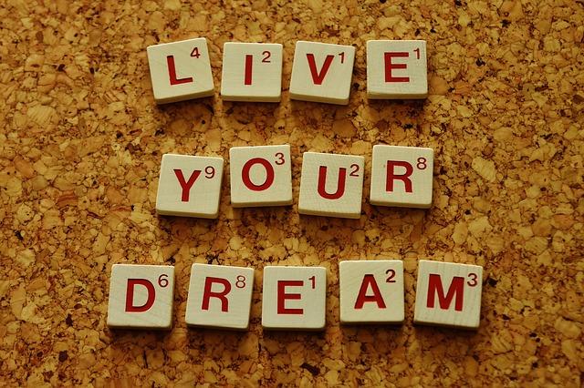 あなたは何を書く?人生が輝く「人生でやりたいこと100のリスト」とは